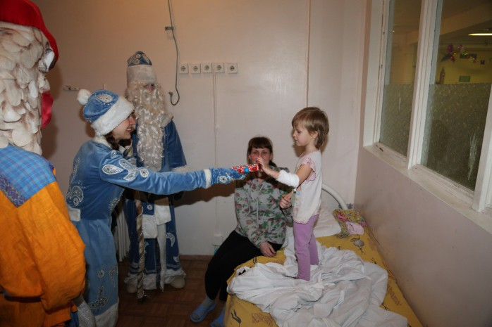Поздравление детей в больницах